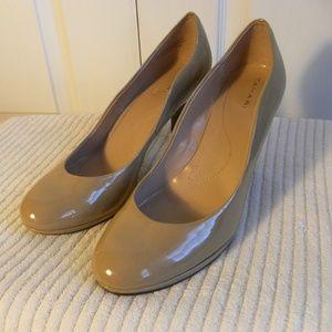 Tahari Colette Women's Shoes Size 9.5 Nude